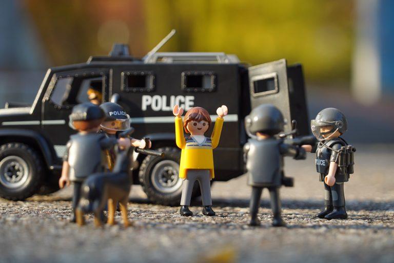 police-1073901_1920-768x513